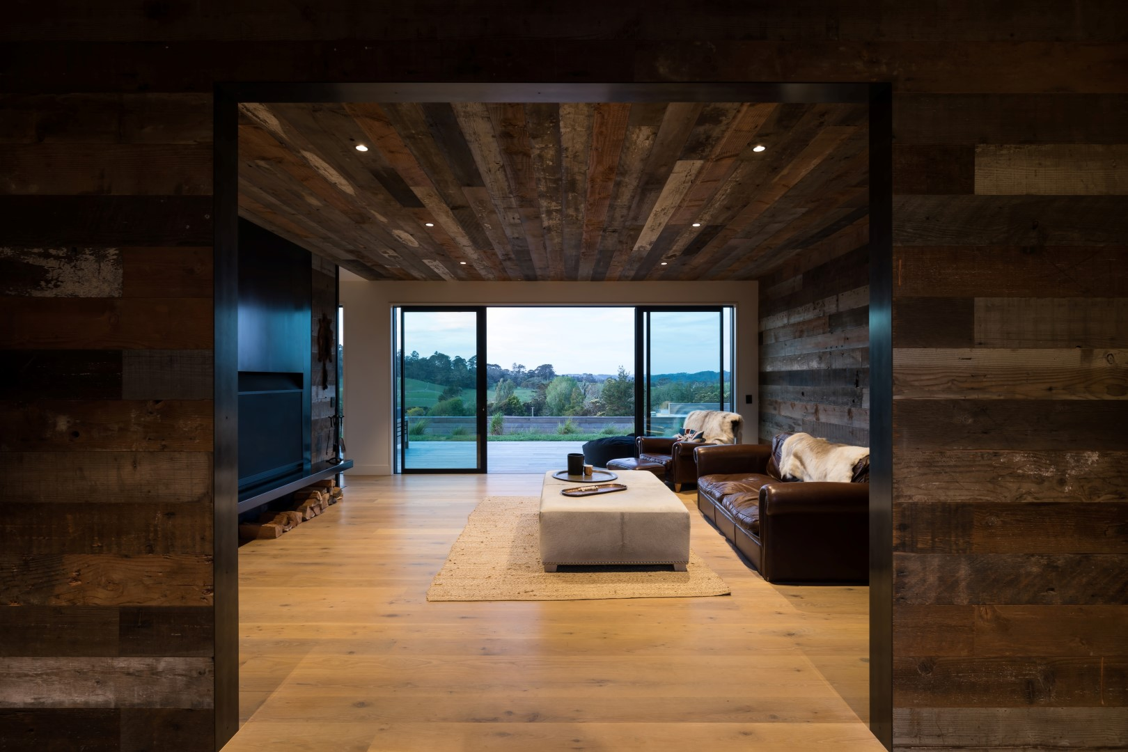 kumeu-residence-arcline-architecture-reclaimed-wood-walls-couches-snug-ceiling